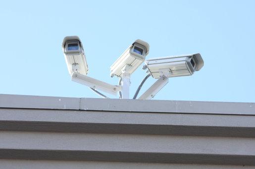 Bei einem geschlossenes Videoüberwachungssystem als funktionierendes Sicherheitskonzept von pro|Serv ist jederzeit ein Live-Zugriff via mobilem Endgerät möglich. Weiterhin werden die Daten aufgezeichnet.